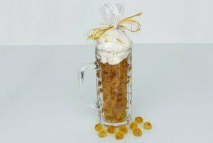 Fruchtgummi im Bier Glas