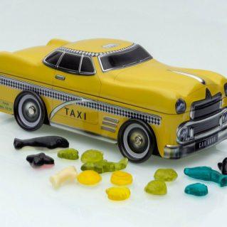 Taxi mit Fruchtgummi gefüllt